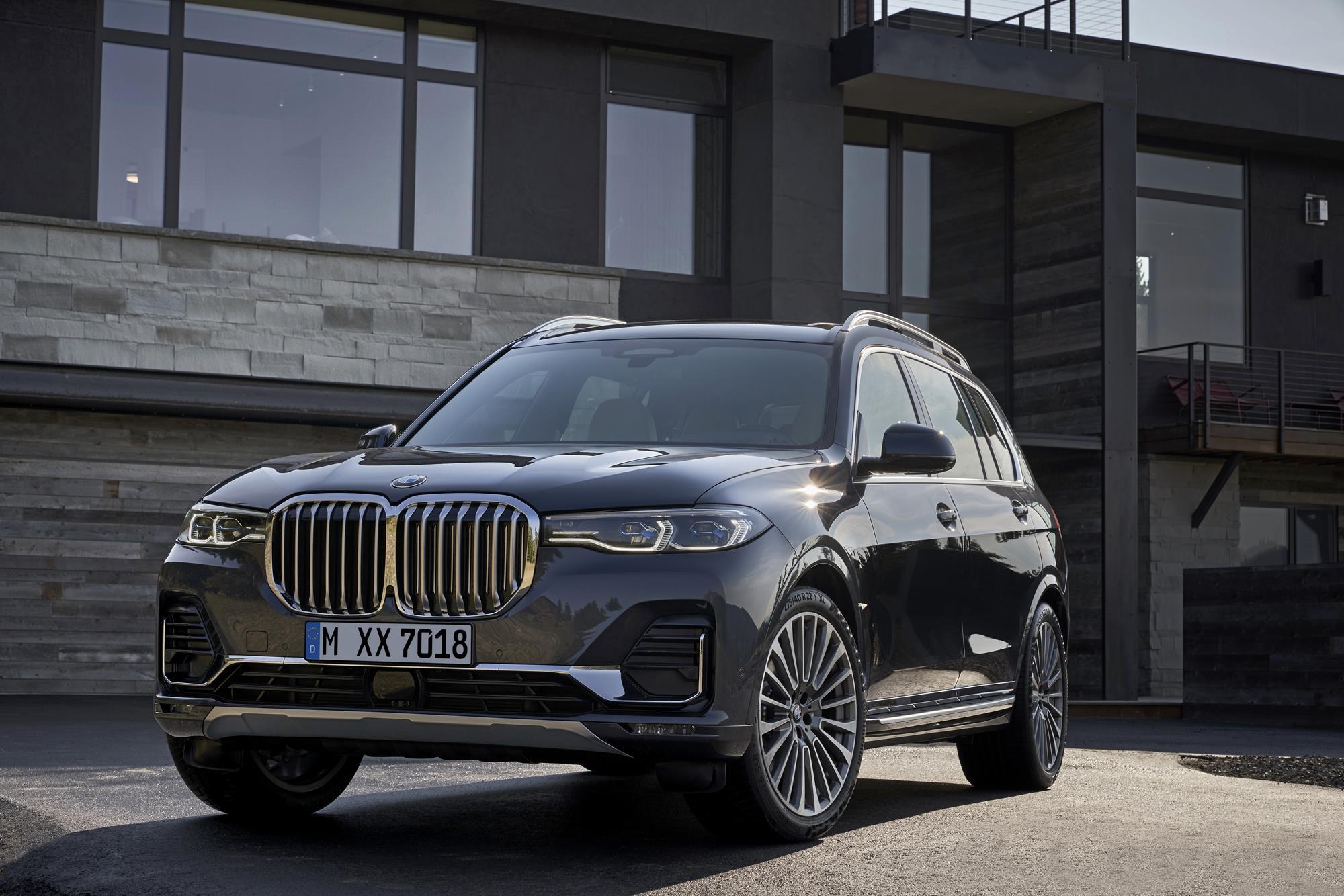 Permalink to BMW Reveals 2019 X7 Fullsize SUV, X5 M Performance Parts
